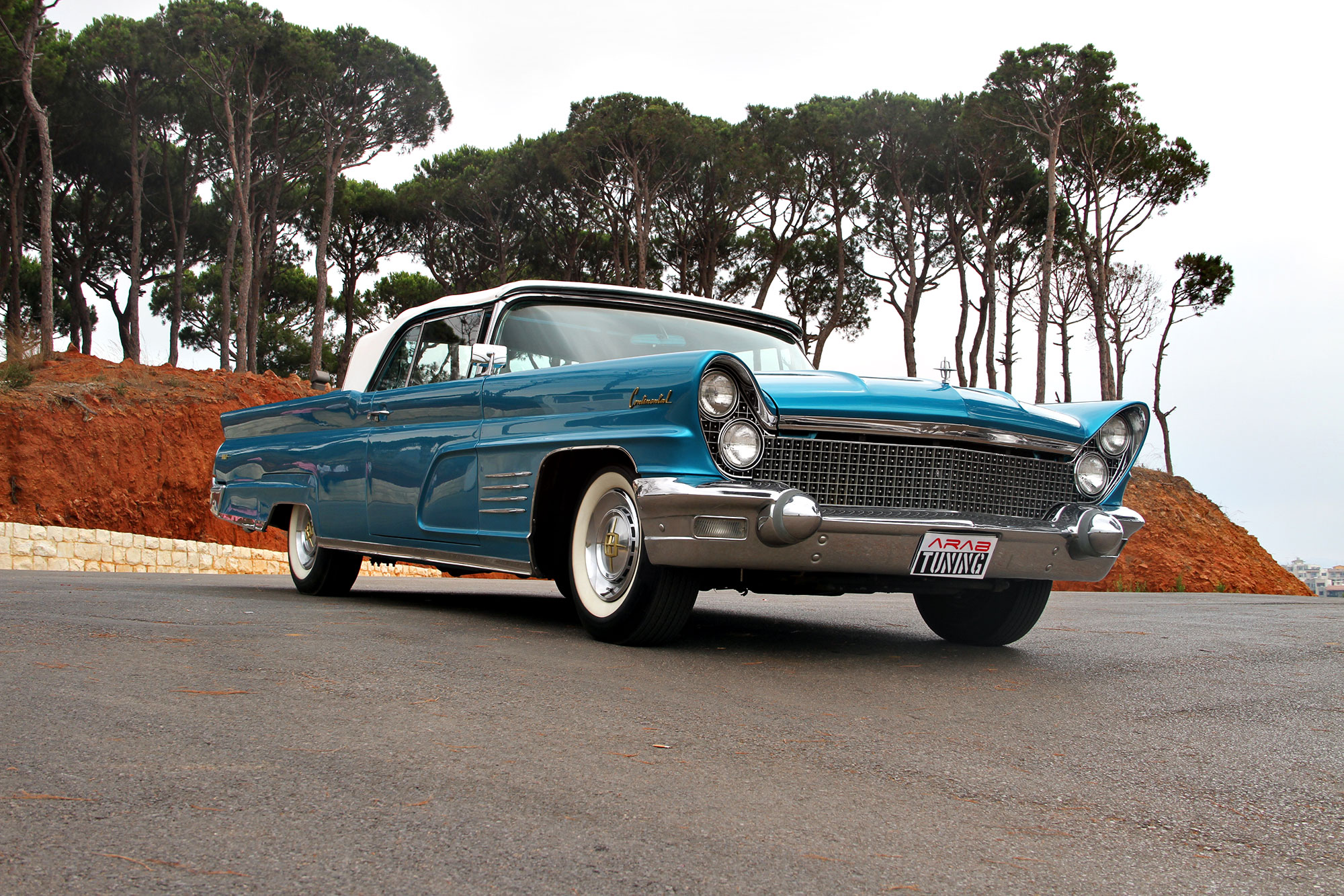 One of The Rarest Luxury Cars - 1960 Lincoln Continental Mark V ...