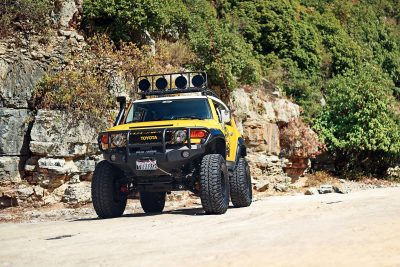 Toyota-FJ-Cruiser-the-Yellow-Crawler-Arab-Motor-World-00