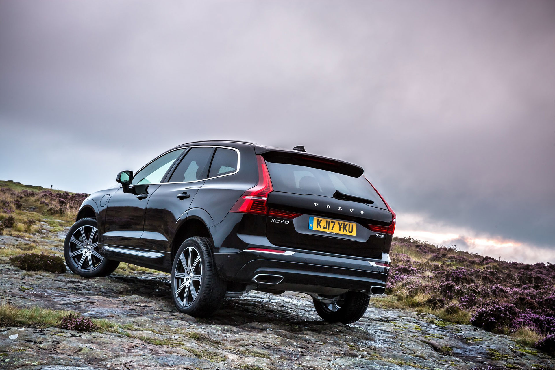 Volvo-XC60-Wins-big-at-awards-Arab-Motor-World-01