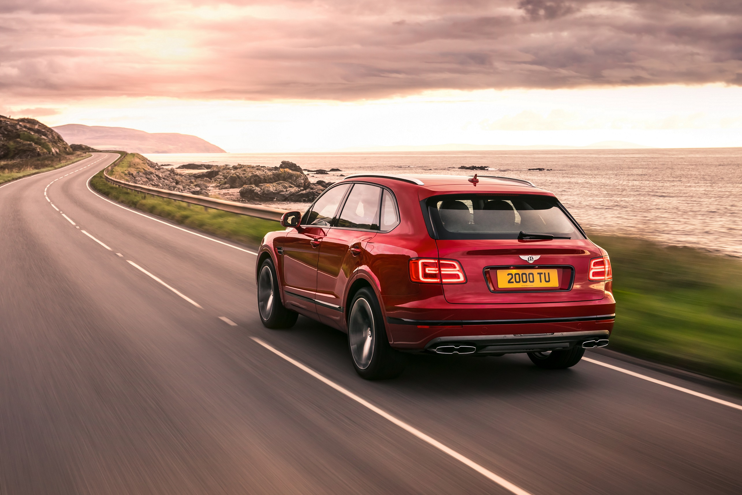 Bentley Bentayga V8-Arab-Motor-World-01