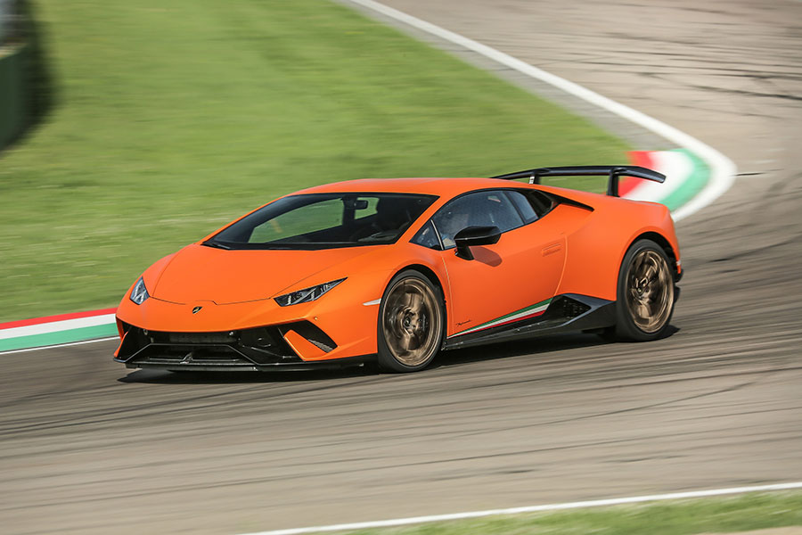 Huracan-Performante-Arab-Motor-World