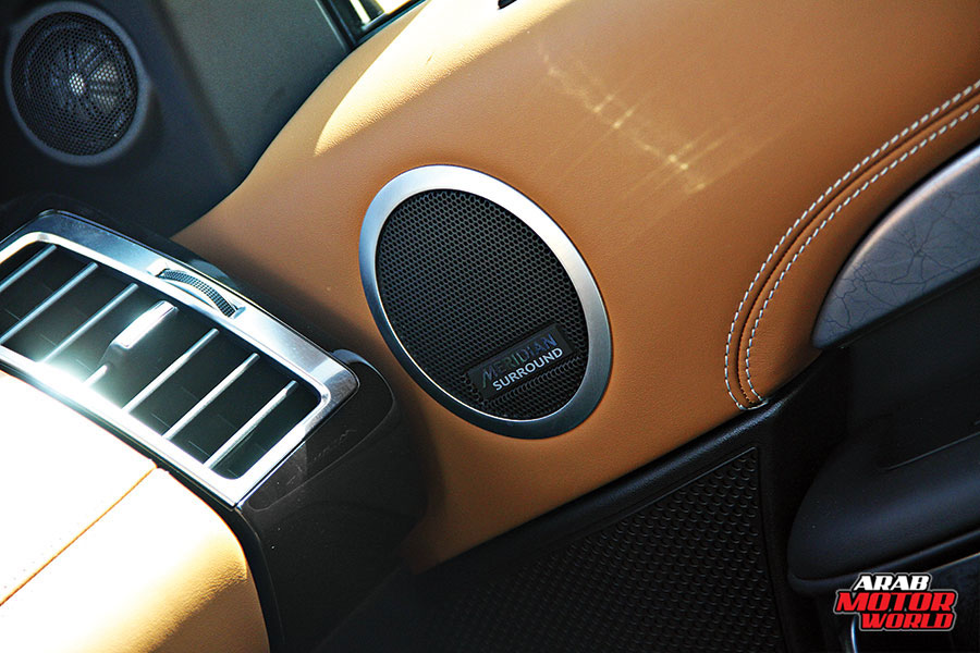 Land-Rover-Discovery-First-Edition-Arab-Motor-World-09