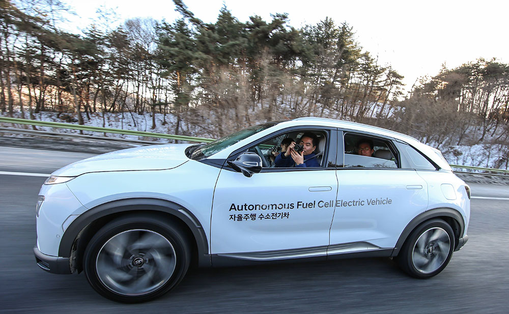NEXO-Autonomous-Fuel-Cell-Electric-Vehicle-Showcase-Arab-Motor-World-2