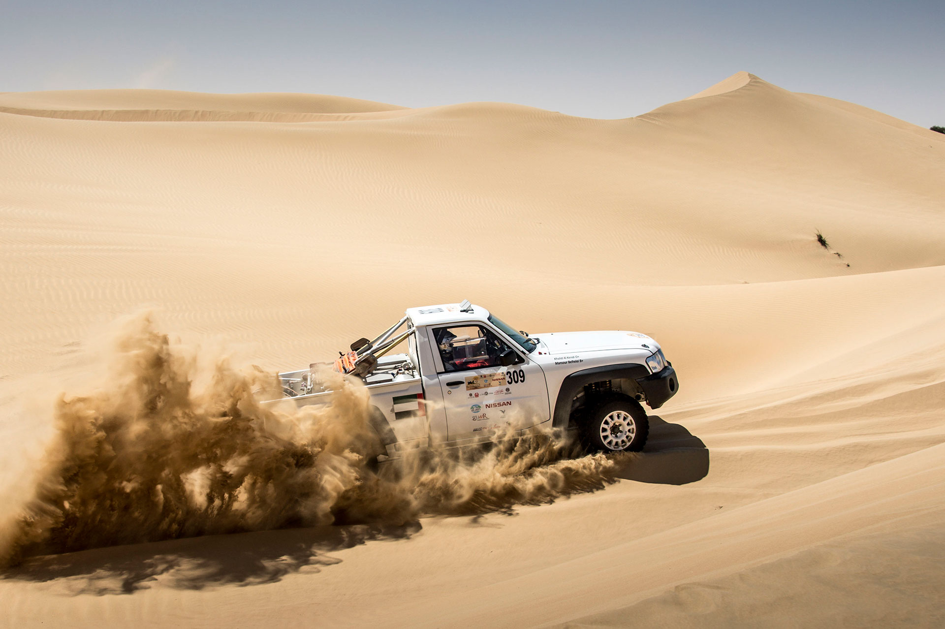 Nissan-at-Dubai-International-Baja-Arab-Motor-World(2)