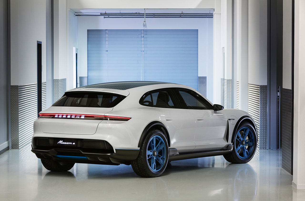 Porsche-Mission-E-Cross-Turismo-Arab-Motor-World-02