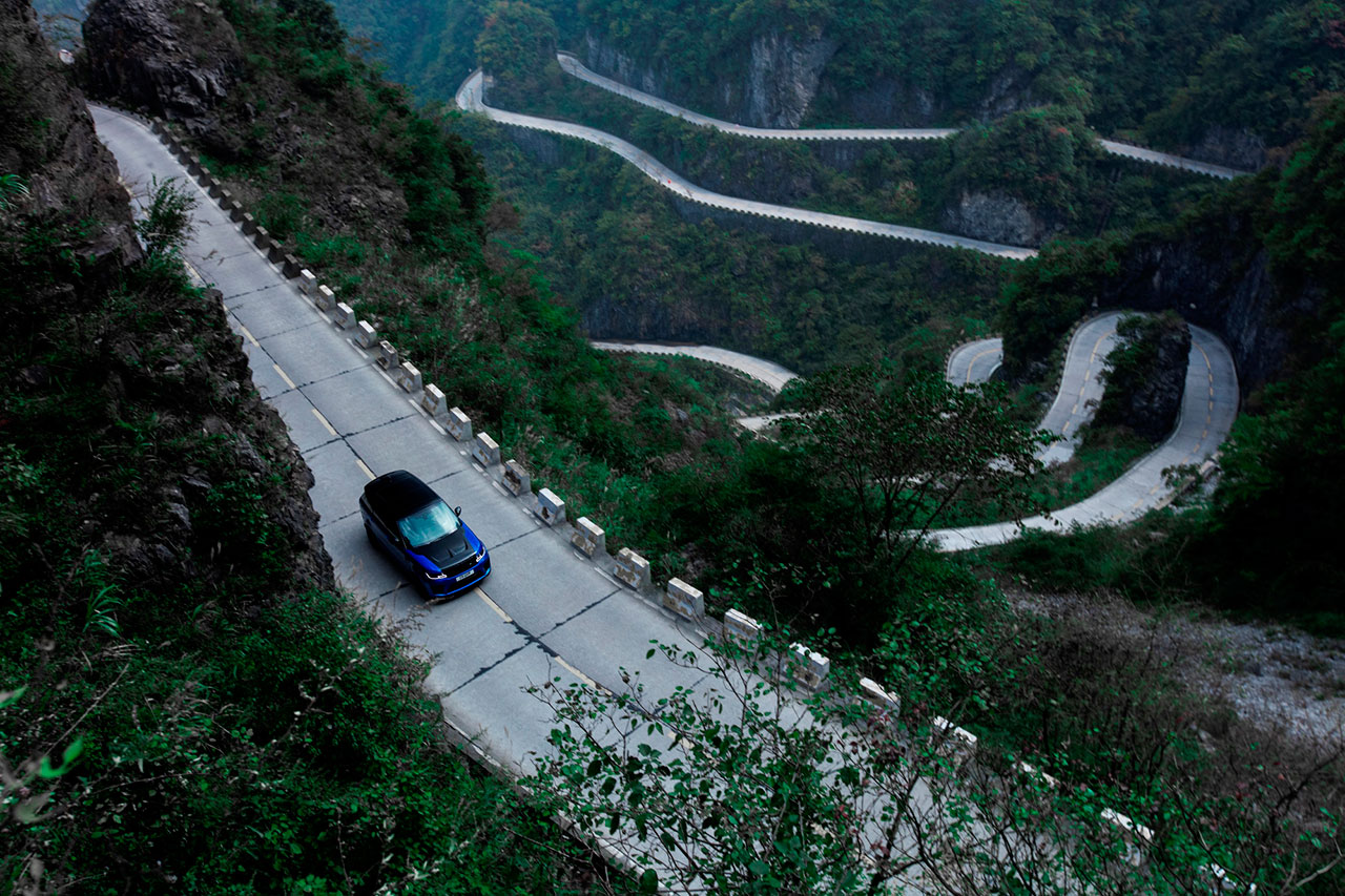 RANGE-ROVER-SPORT-SVR-SETS-TIANMEN-ROAD-RECORD-Arab-Motor-World-(2)
