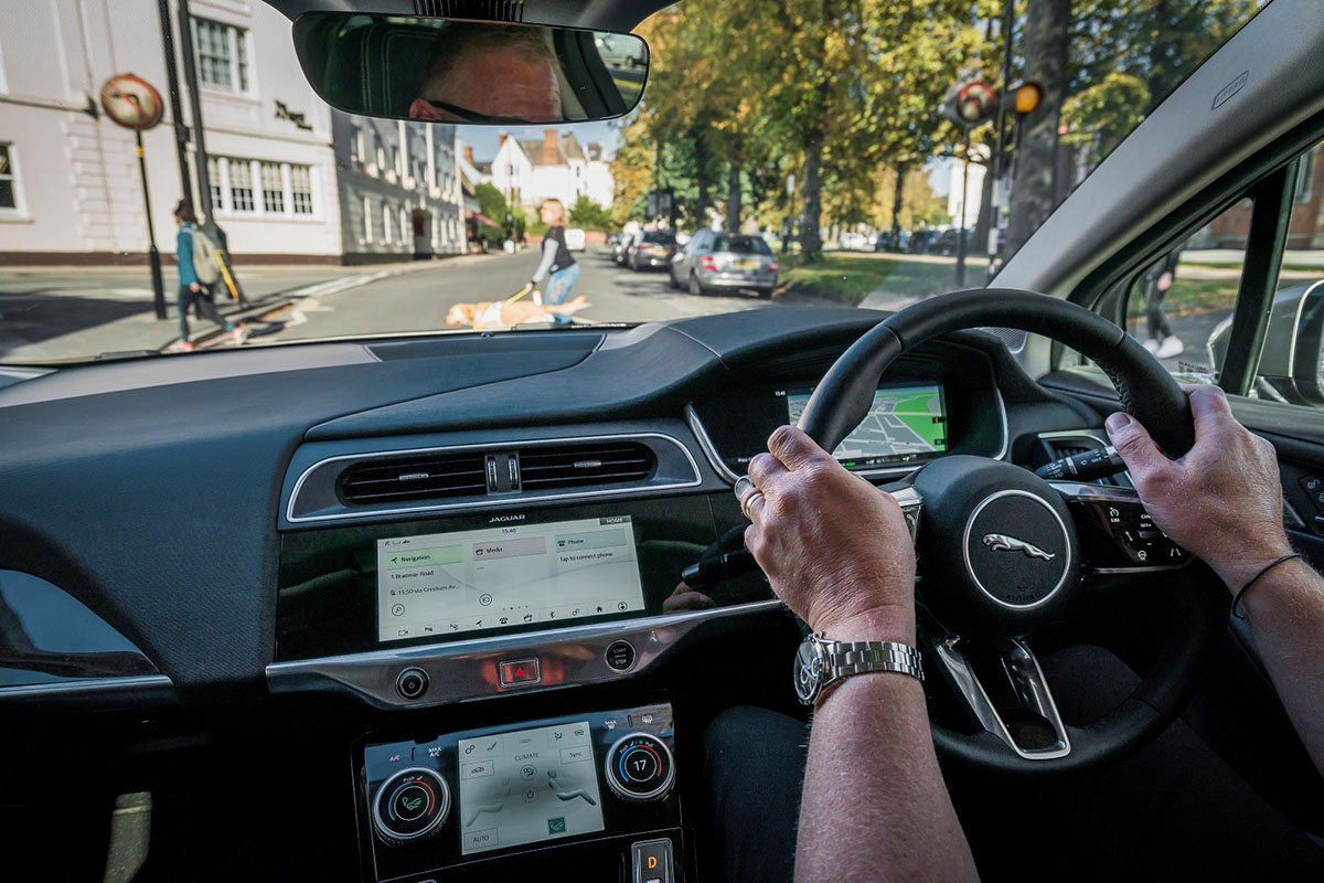 SOUND OF JAGUAR I-PACE PROTECTS ROAD USERS - Arab Motor World (2)