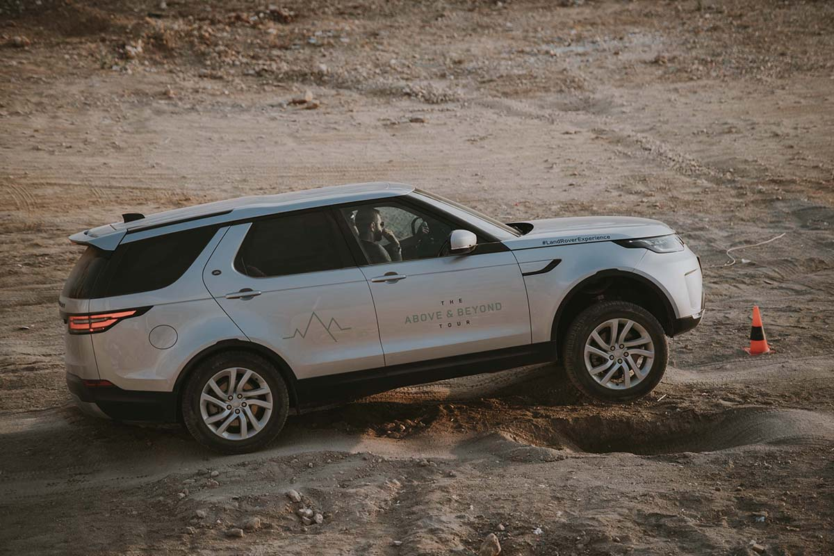 Above And Beyond Land Rover - Arab Motor World (10)
