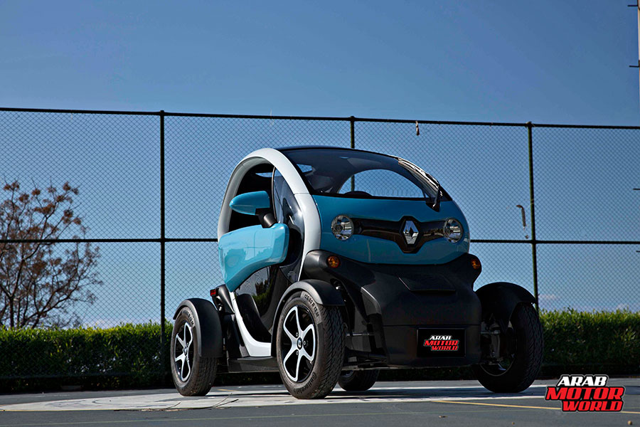 Renault-Twizy-Test-Drive-Arab-Motor-World-01