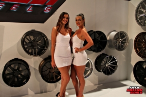 Babes on Cars Girls of SEMA (25)