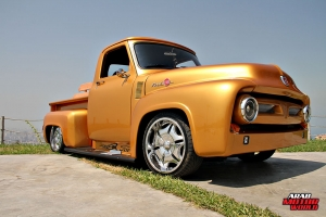 Ford F-100 Classic Muscle Car Truck (2)