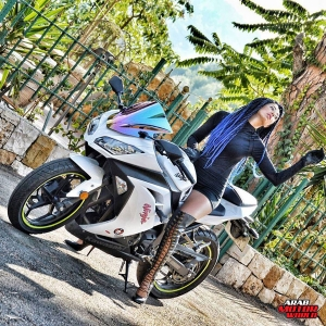 Kay-Jalek-She-Challenges-Arab-Motor-World-07
