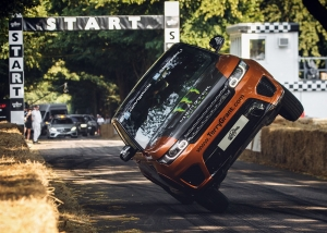 LAND ROVER AND TERRY GRANT SMASH WORLD RECORD AT GOODWOOD FESTIVAL OF SPEED (3)