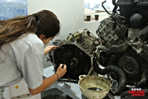 Rana Hayek The Female Mechanic She Challenges (1)