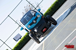 Renault-Twizy-Test-Drive-Arab-Motor-World-02