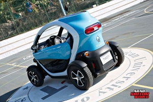 Renault-Twizy-Test-Drive-Arab-Motor-World-03