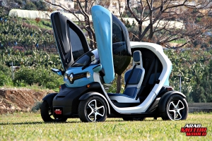 Renault-Twizy-Test-Drive-Arab-Motor-World-18