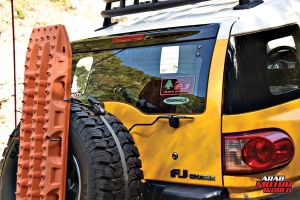 Toyota-FJ-Cruiser-the-Yellow-Crawler-Arab-Motor-World-07