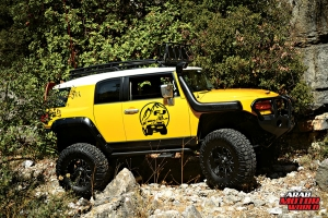 Toyota-FJ-Cruiser-the-Yellow-Crawler-Arab-Motor-World-09