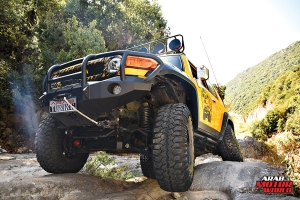Toyota-FJ-Cruiser-the-Yellow-Crawler-Arab-Motor-World-11